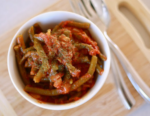 Braised Green Beans with Tomato and Garlic
